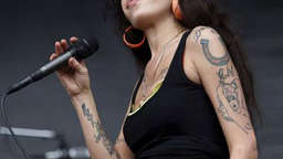 Amy Winehouse fliegt