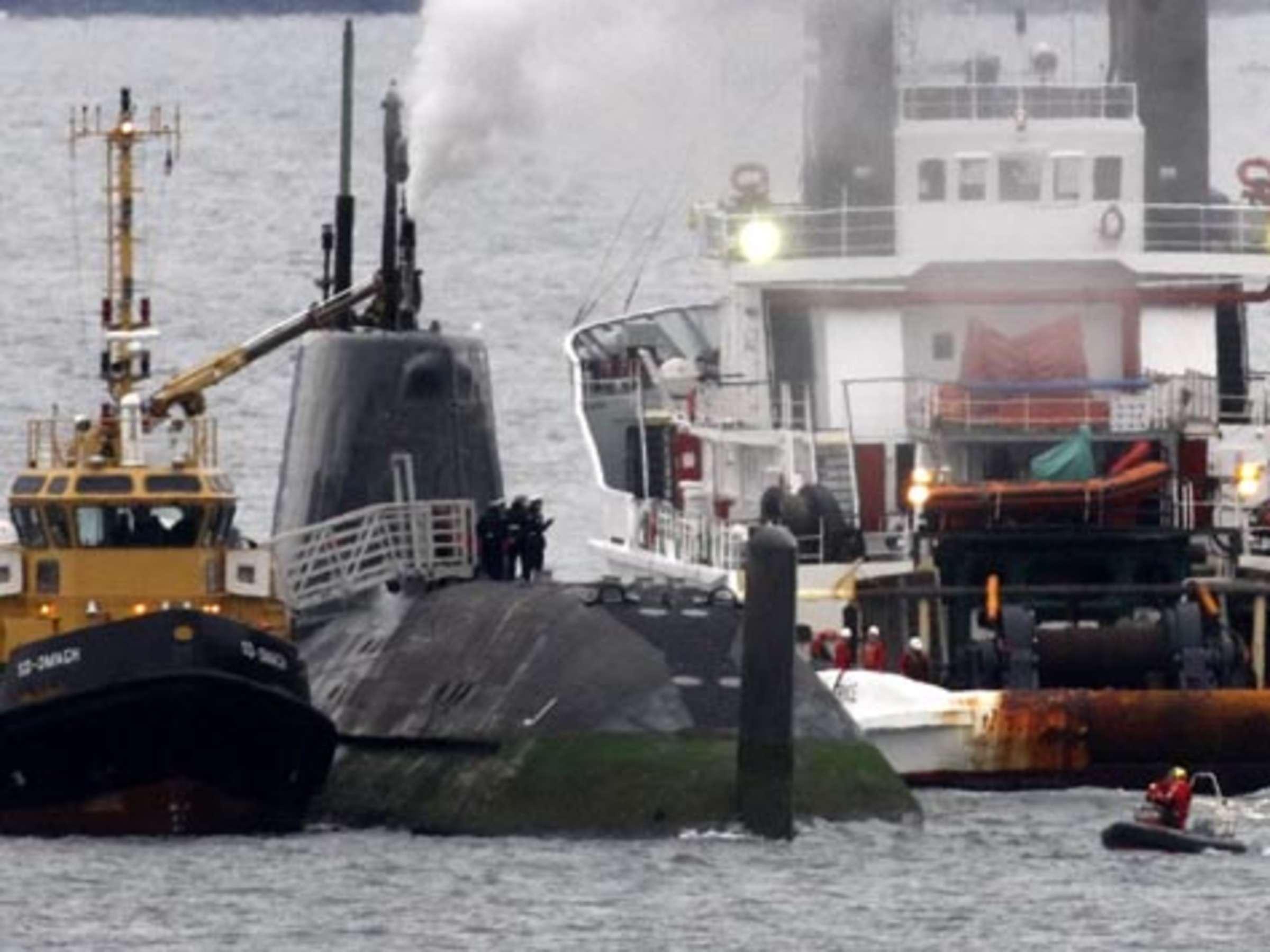Britisches Atom U Boot Lauft Vor Kuste Auf Grund Welt