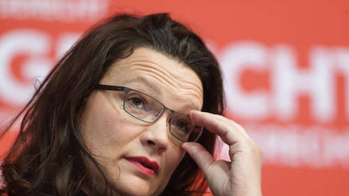 "Nahles: ""Seehofer hält Finger in den Wind"""