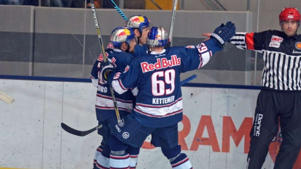 MUNICH,GERMANY,08.Jan.16 - ICE HOCKEY - DEL, Deutsche Eishockey Liga, EHC Red Bull Muenchen vs Krefeld Pinguine. Image shows the rejoicing of RB Muenchen. Photo: GEPA pictures/ Hans Osterauer - For editorial use only. Image is free of charge.