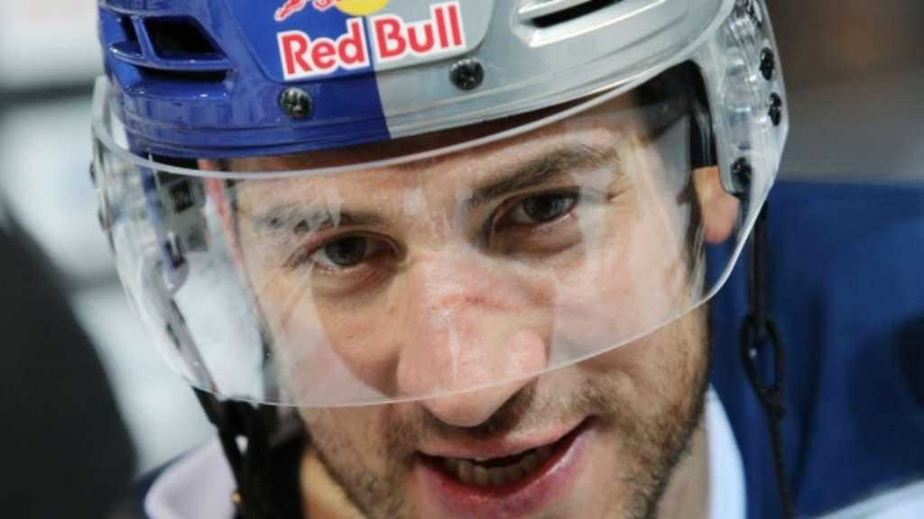 MUNICH,GERMANY,05.JAN.16 - ICE HOCKEY - DEL, Deutsche Eishockey Liga, EHC Red Bull Muenchen vs Hamburg Freezers. Image shows Steve Pinizzotto (RB Muenchen). Photo: GEPA pictures/ Mathias Mandl - For editorial use only. Image is free of charge.