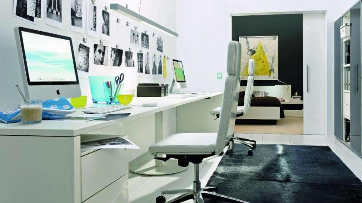 home office einrichtung wei er schreibtisch schont augen wohnen. Black Bedroom Furniture Sets. Home Design Ideas