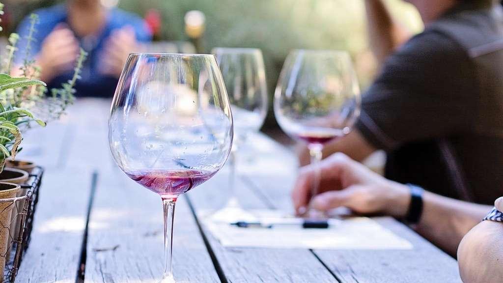 Wie lange kann ich geöffneten Wein aufheben? | Gastro
