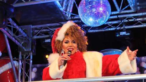 Adventsserie (8): Drag-Queen zum Christkindlmarkt am Stephansplatz